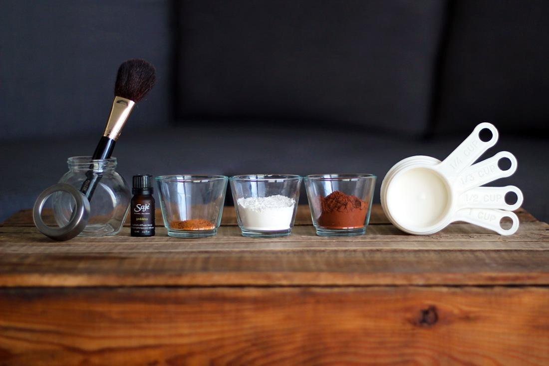 Как приготовить сухой шампунь для волос в домашних условиях - фото №1