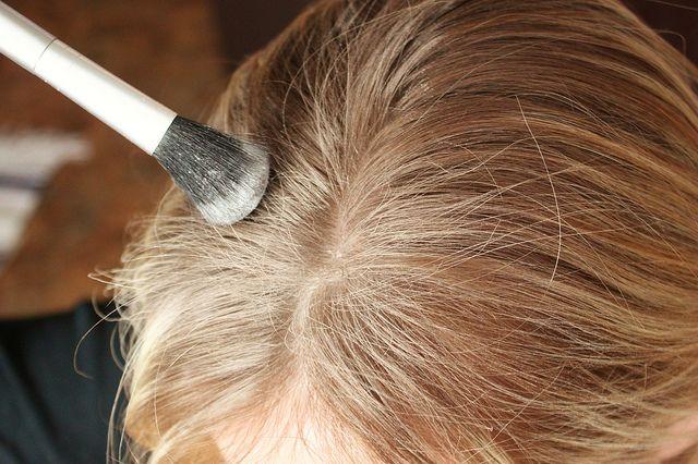 Как приготовить сухой шампунь для волос в домашних условиях - фото №3