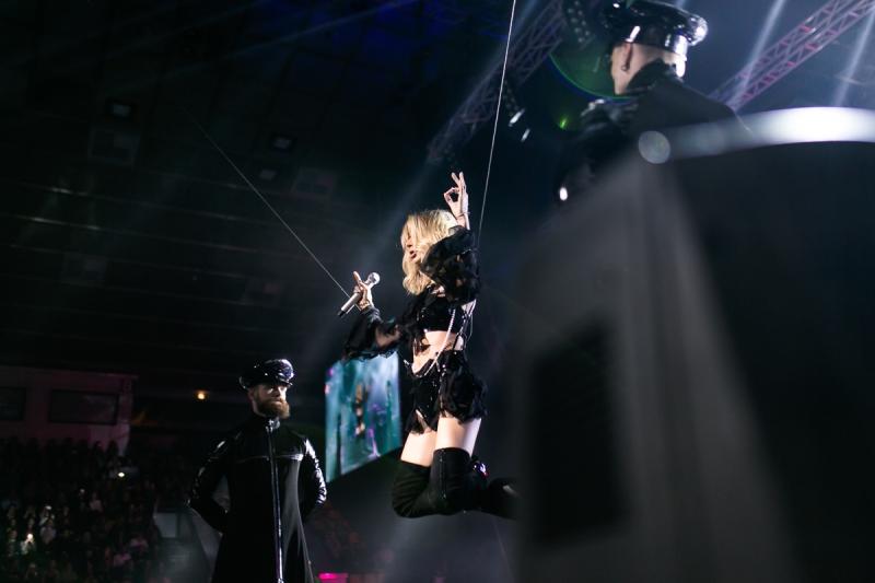 """Грандиозное шоу LOBODA: полет над фан-зоной, сексуальные наряды и """"звездные"""" сюрпризы (ФОТО) - фото №5"""
