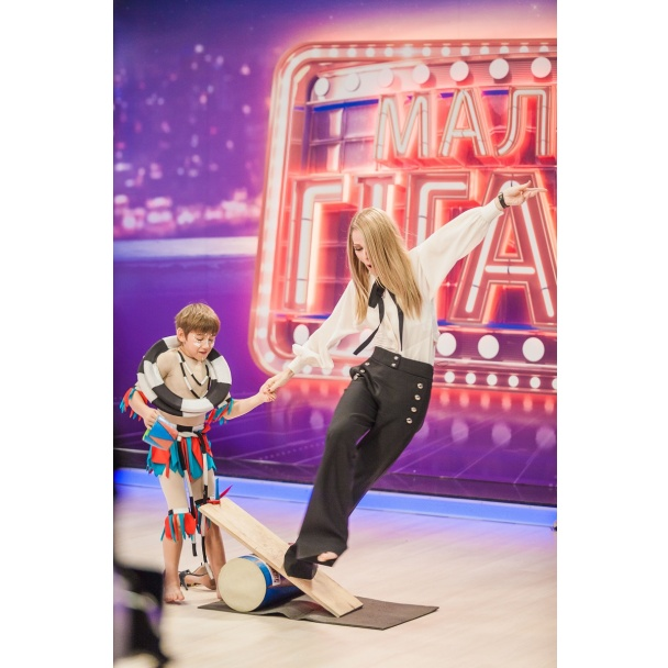 Новое шоу с Ольгой Фреймут: телеведущая попыталась выполнить цирковой номер - фото №2