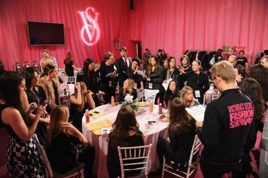Шоу Victoria`s Secret 2013: подиум, бэкстейдж и красная дорожка - фото №39