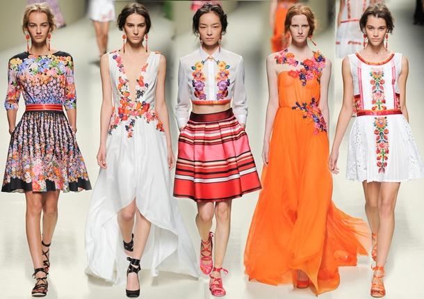 Платье в полевых цветах от Alberta Ferretti - фото №1