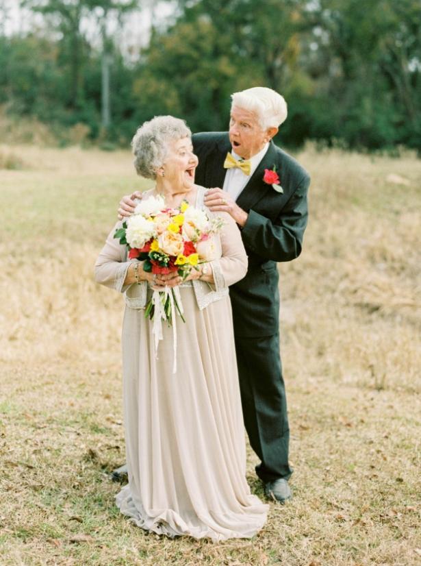 Вместе 63 года – любовь всегда побеждает: внучка сделала красивую фотосессию на годовщину свадьбы бабушки и дедушки - фото №1