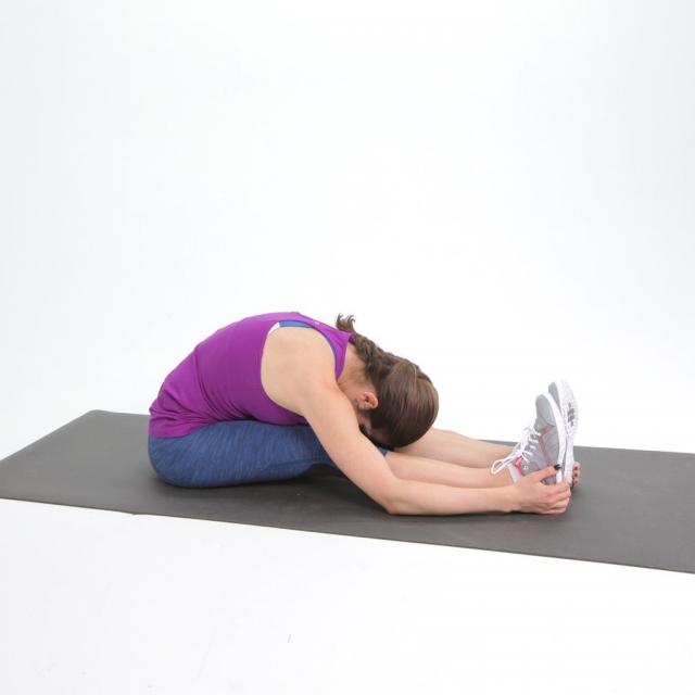 6 лучших упражнений на растяжку для тех, кто работает сидя - фото №5
