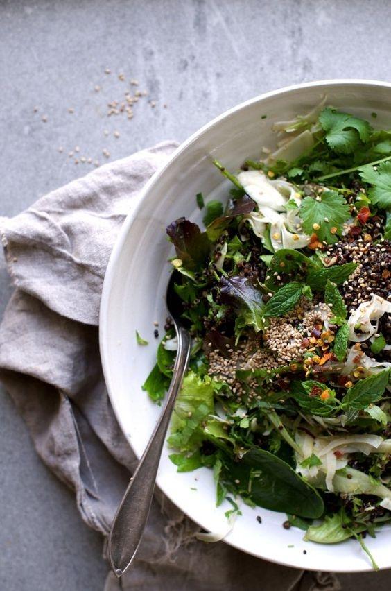 Семена - отличная добавка к салату