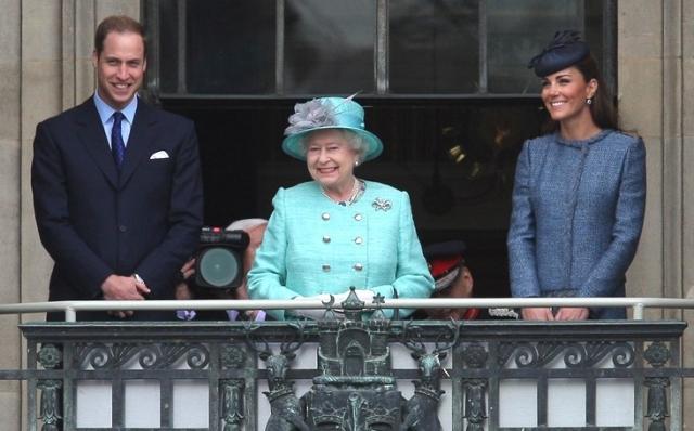 королева, принц уильямс и кейт миддлтон