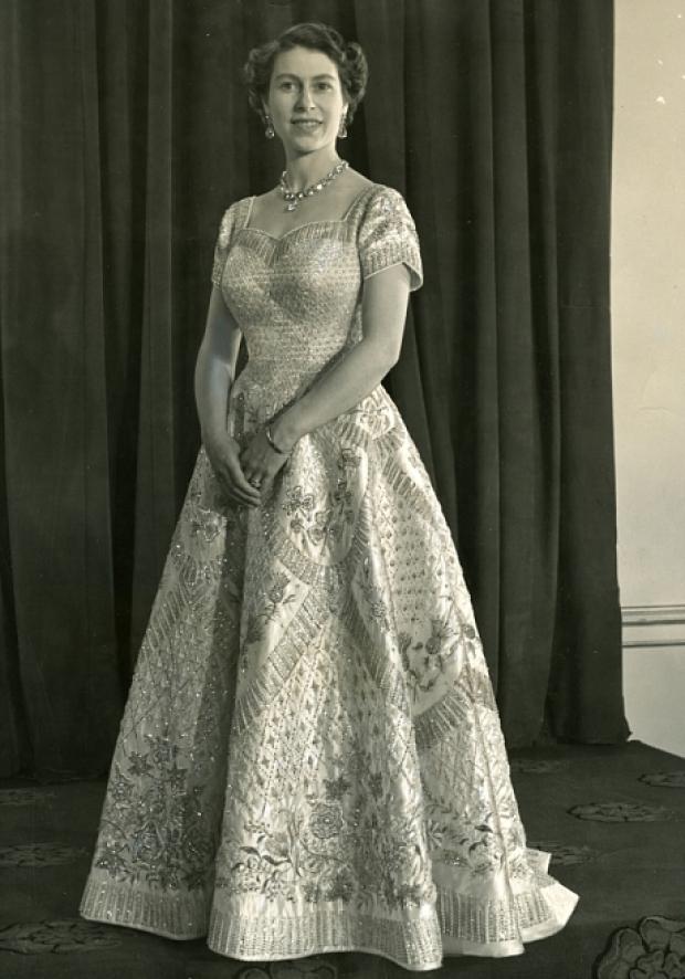 Эволюция стиля королевы Елизаветы II платье для коронации