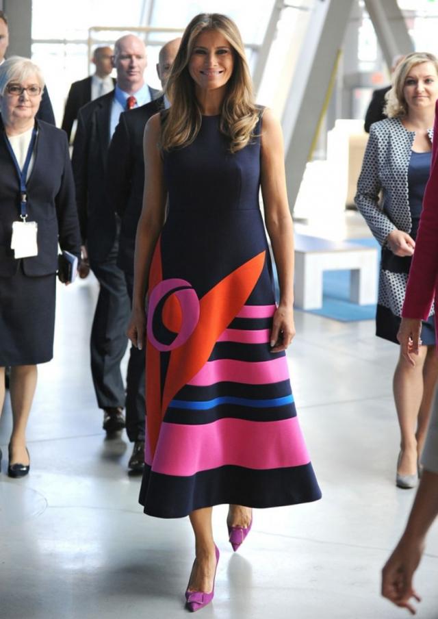 Ломая стереотипы: Мелания Трамп умело разнообразила строгий дресс-код (ФОТО) - фото №2