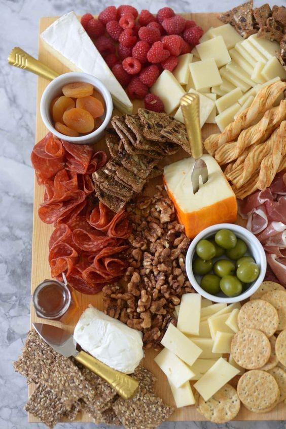 Как правильно есть мягкий сыр и как правильно сервировать сырную тарелку - фото №1