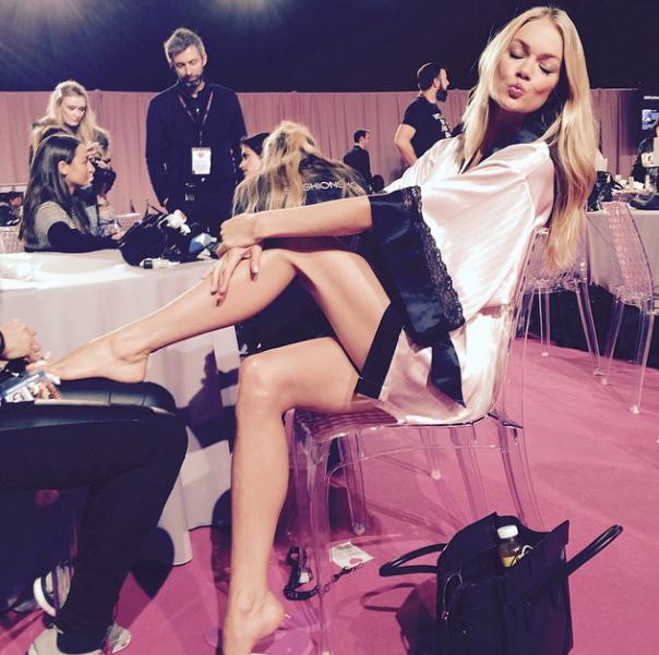 Как женщине выглядеть в спальне: Ангелы Victoria's Secret показали класс - фото №6