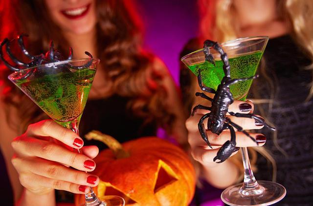 Что пить на Хэллоуин: 5 жутко красивых коктейлей - фото №5