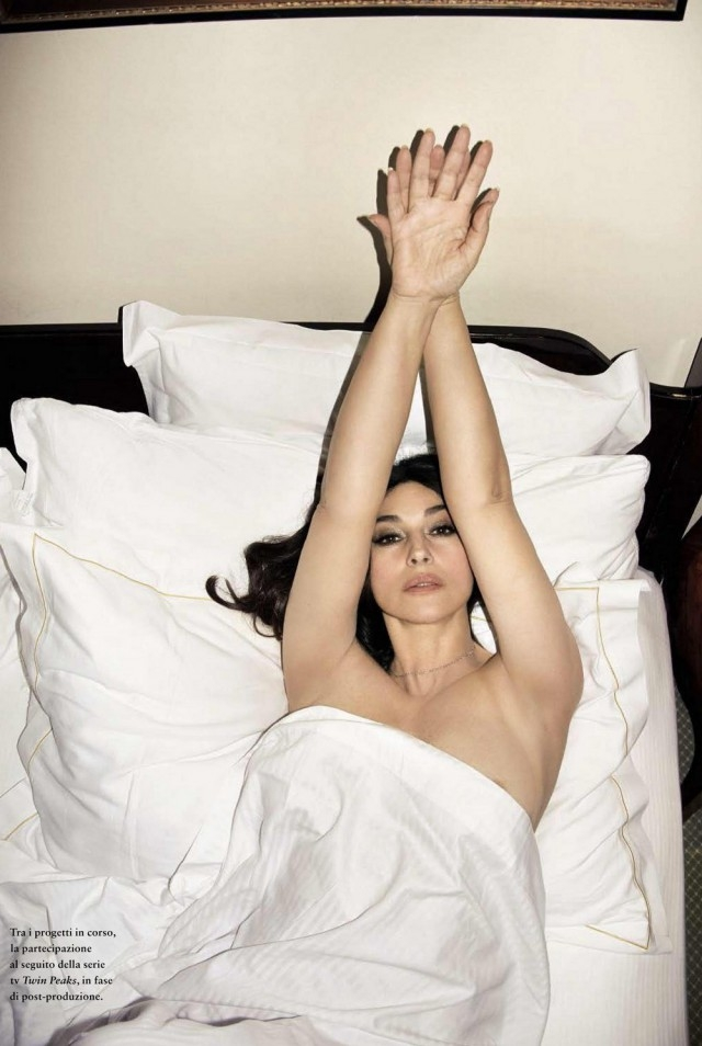 Моника Беллуччи в 52 года снялась в смелой провокационной фотосессии для мужского глянца (ФОТО) - фото №4