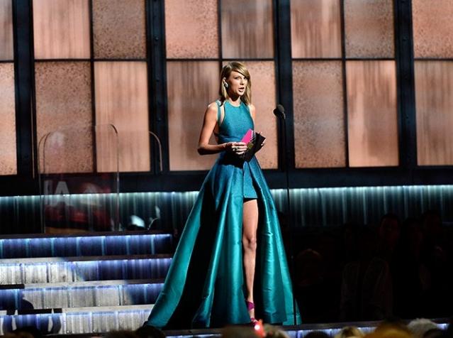 Самые длинные ноги Голливуда: лучшие выходы Тейлор Свифт