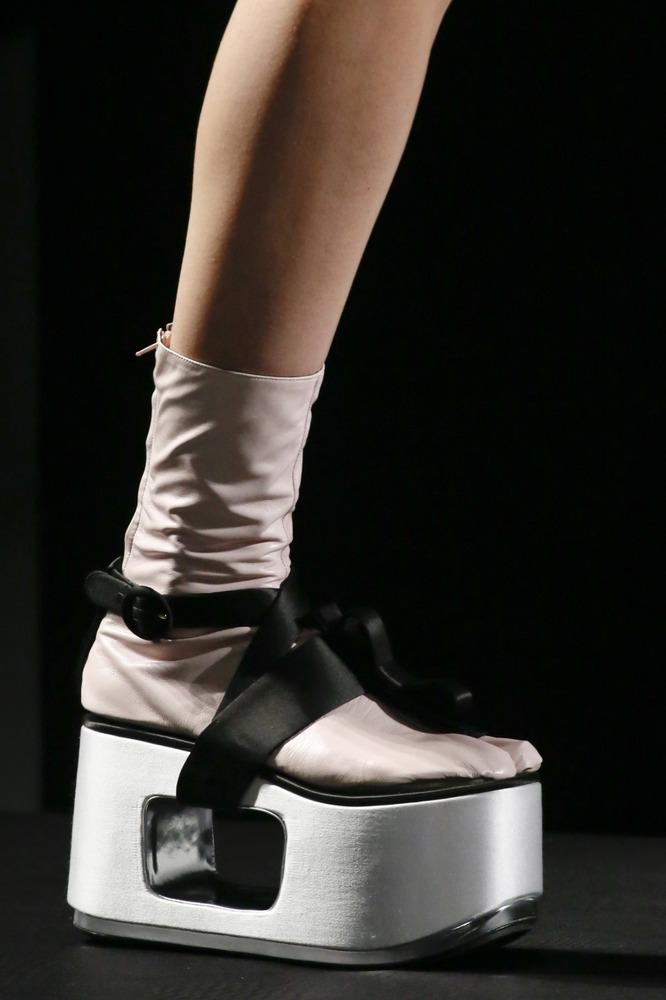 Неделя моды в Милане: восточный показ Prada - фото №10