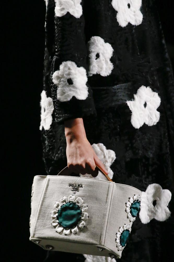 Неделя моды в Милане: восточный показ Prada - фото №15