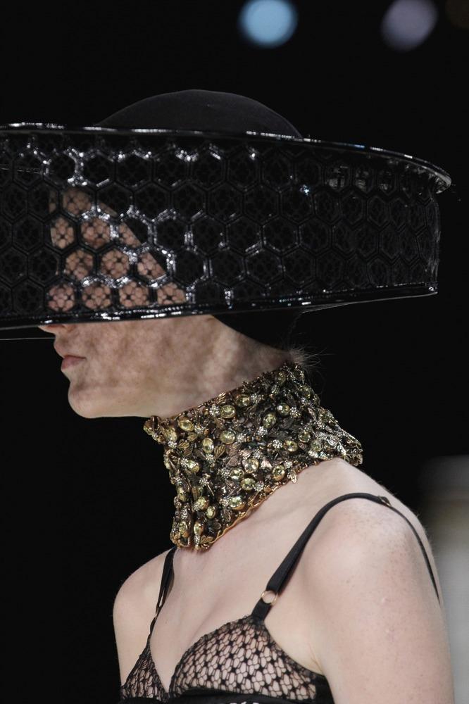 Неделя моды в Париже: пчелиное царство Alexander McQueen - фото №1