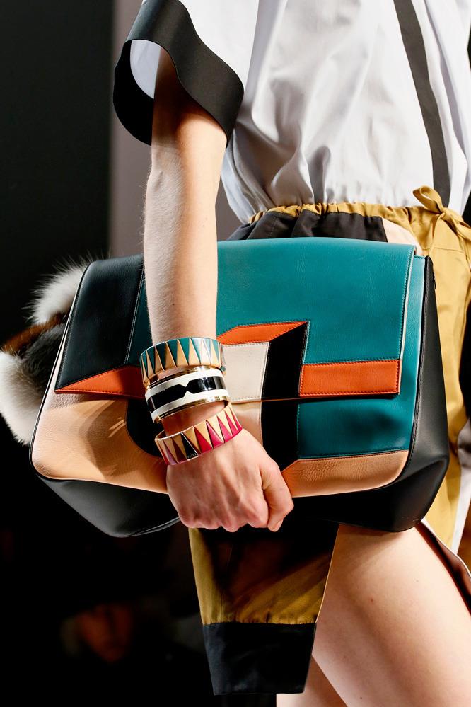 Неделя моды в Милане: футуристичный показ Fendi - фото №3