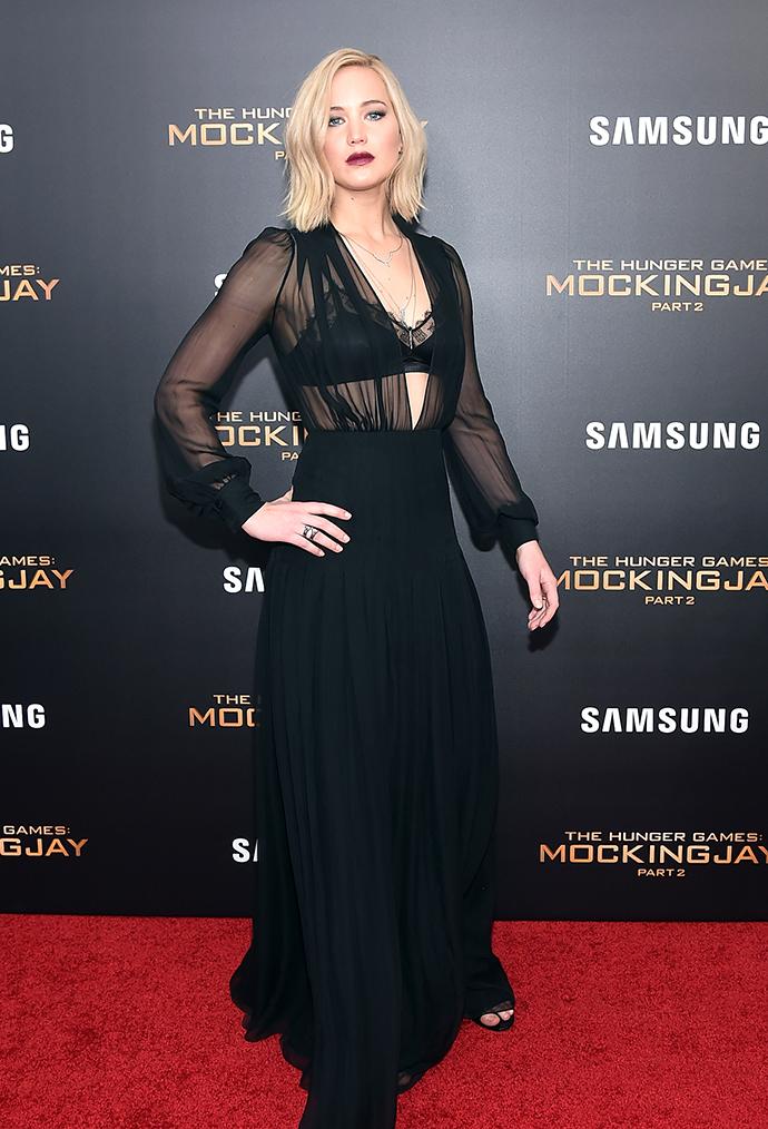"""Одеться как звезда: наряд Дженнифер Лоуренс на премьере """"Голодных игр"""" в Нью-Йорке"""