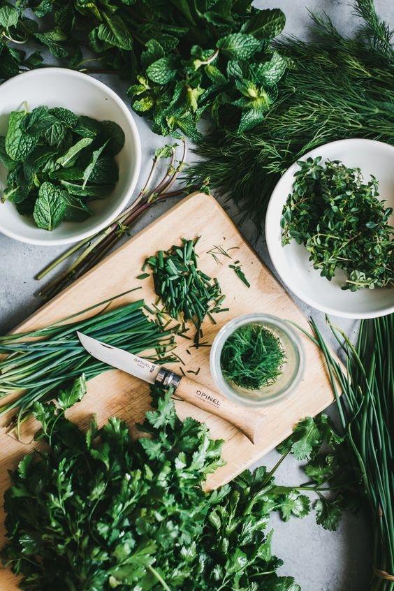 Лучше всего замораживать нарезанную зелень