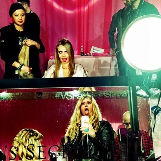 Шоу Victoria`s Secret 2013: подиум, бэкстейдж и красная дорожка - фото №29