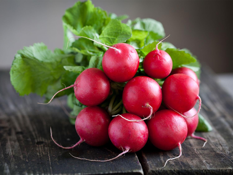 Салат из редиски: 4 лучших рецепта витаминного блюда - фото №1