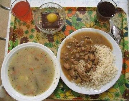 Как выглядит школьный обед в разных странах мира? - фото №8