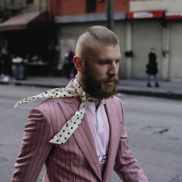 Иван Дорн удивил новым образом: розовый пиджак и модная стрижка (ФОТО) - фото №1