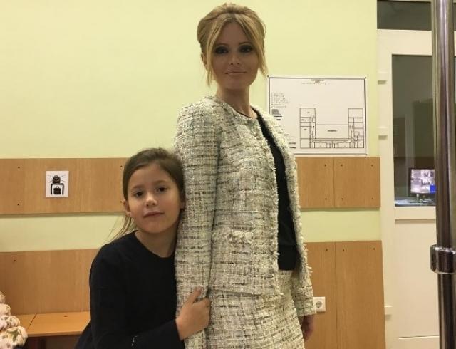 Дочь Даны Борисовой не держит на нее обиду: как девочка поздравила скандальную звезду с днем рождения (ВИДЕО) - фото №1