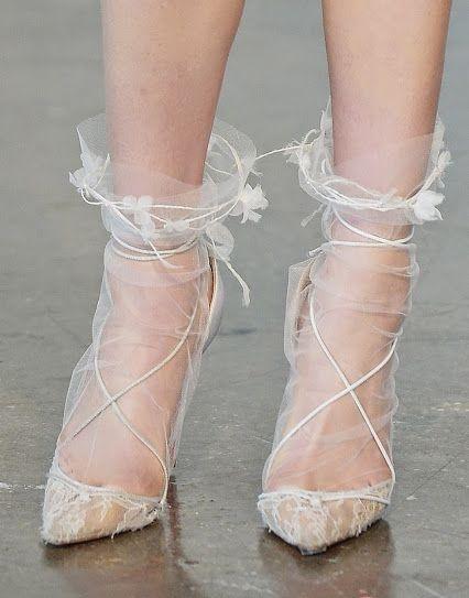 Очень нежно: как носить и сочетать прозрачные носки с узором - фото №7