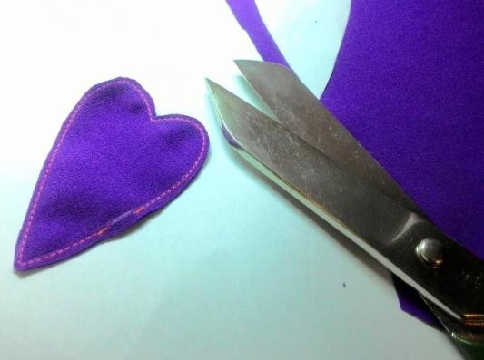 Как сделать новогодние украшения из старых вещей: пошаговая инструкция от мастера хенд-мейда - фото №12