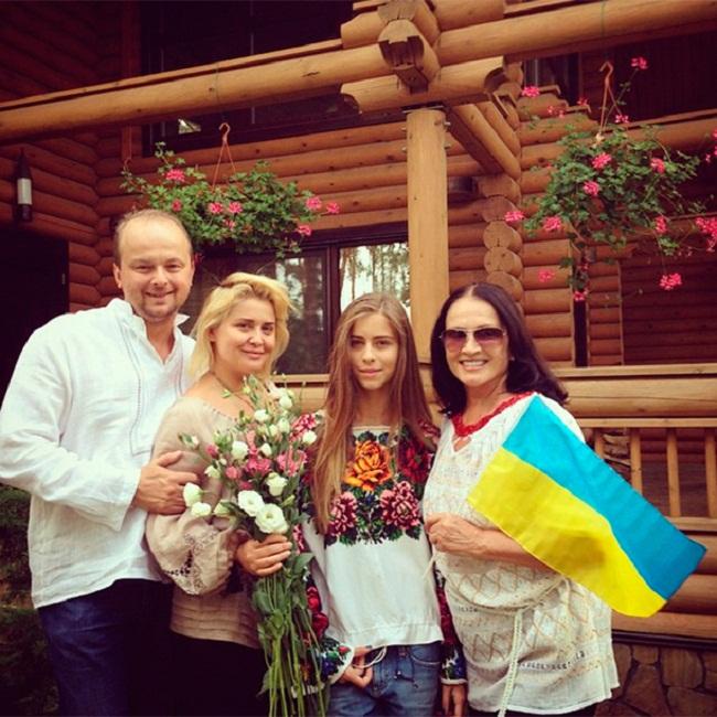 Ротару с семьей
