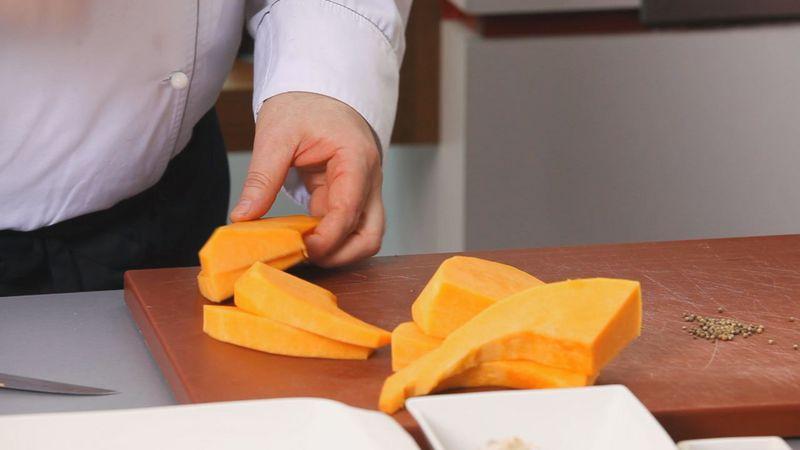 Золотые рецепты звезд: салат из тыквы с помидорами черри и рукколой от певицы Lama - фото №1