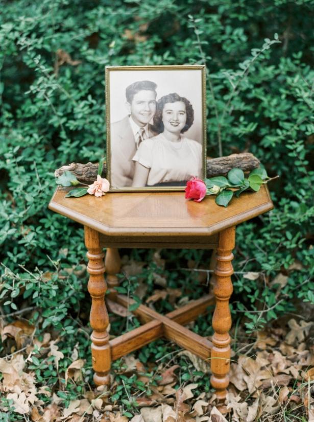 Вместе 63 года – любовь всегда побеждает: внучка сделала красивую фотосессию на годовщину свадьбы бабушки и дедушки - фото №4