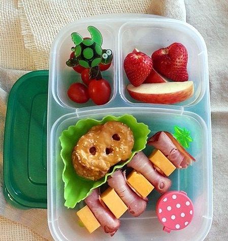 Как запаковать ланч ребенку в школу: интересные идеи, которые сделают перекус самым ожидаемым событием - фото №2