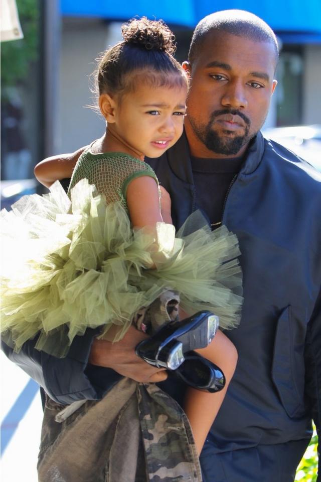 Стало известно, во сколько Ким Кардашьян и Канье Уэсту обходится обучение 4-летней дочери Норт - фото №2