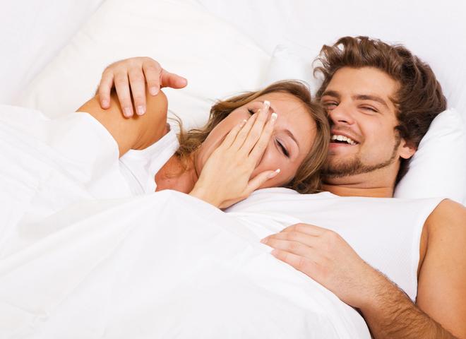 мужчина и женщина в постели фото