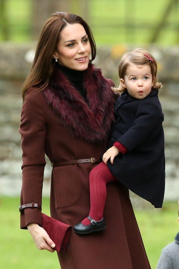 Принц Джордж и принцесса Шарлотта побывали у могилы принцессы Дианы: сын леди Ди рассказывает наследникам о бабушке (ФОТО) - фото №2