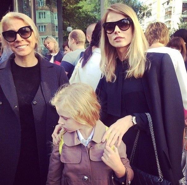 Как Ольга Фреймут инспектирует свою дочь - фото №1