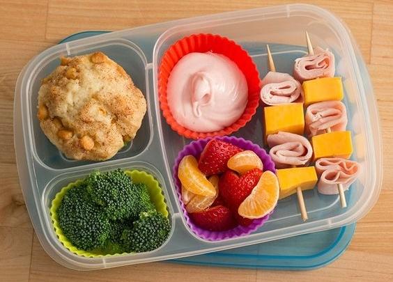 Как запаковать ланч ребенку в школу: интересные идеи, которые сделают перекус самым ожидаемым событием - фото №3