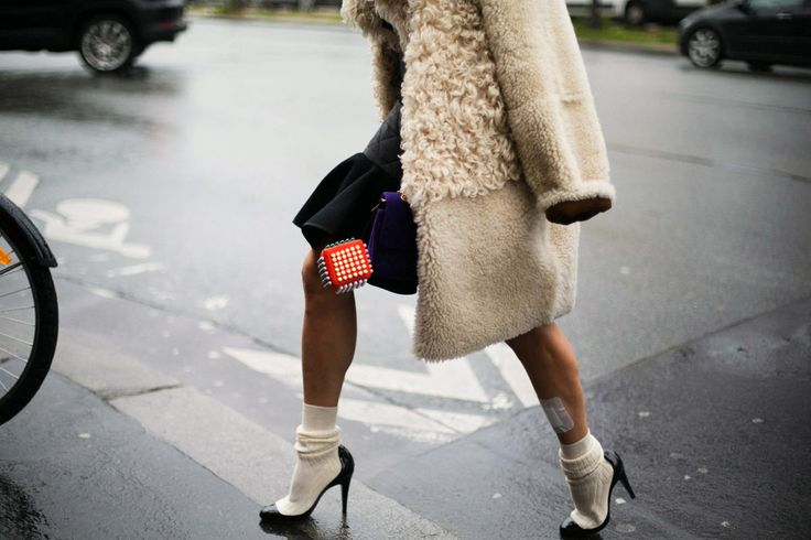 Как красиво носить колготки и носки - фото №1