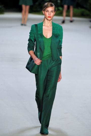 Тренд: изумрудно-зеленый цвет - как и с чем носить - фото №7
