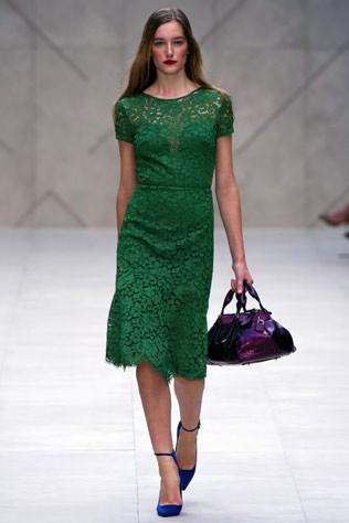 Тренд: изумрудно-зеленый цвет - как и с чем носить - фото №8