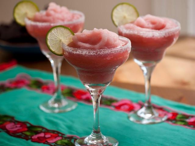 К Международному дню Маргариты: рецепты легендарного коктейля для приготовления дома - фото №1