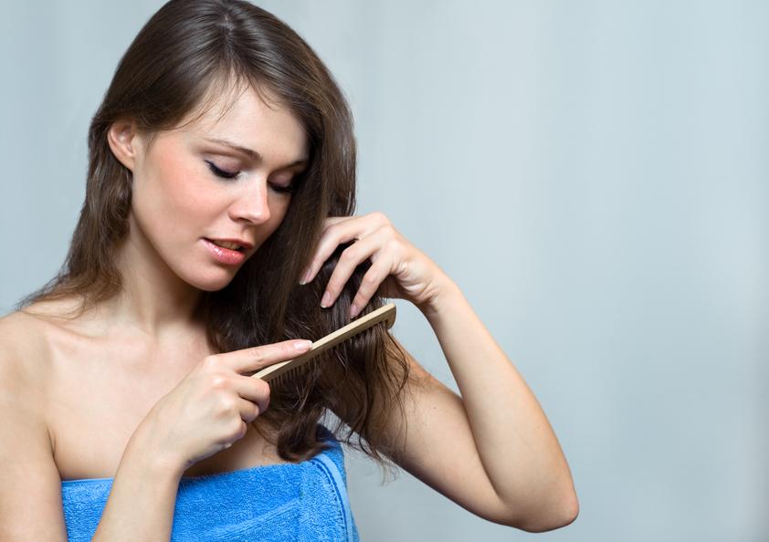 Как правильно мыть, сушить и расчесывать волосы? - фото №3
