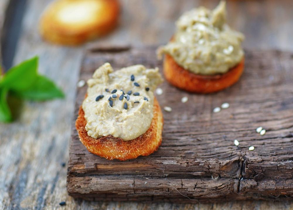 Вкусные блюда для веганов: ореховые голубцы, чечевичный паштет, салат с нутом и напиток из тыквы - фото №3
