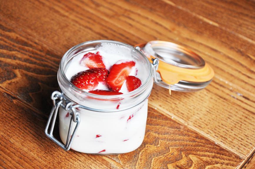 Что можно приготовить из клубники: легкие десерты для всей семьи - фото №1