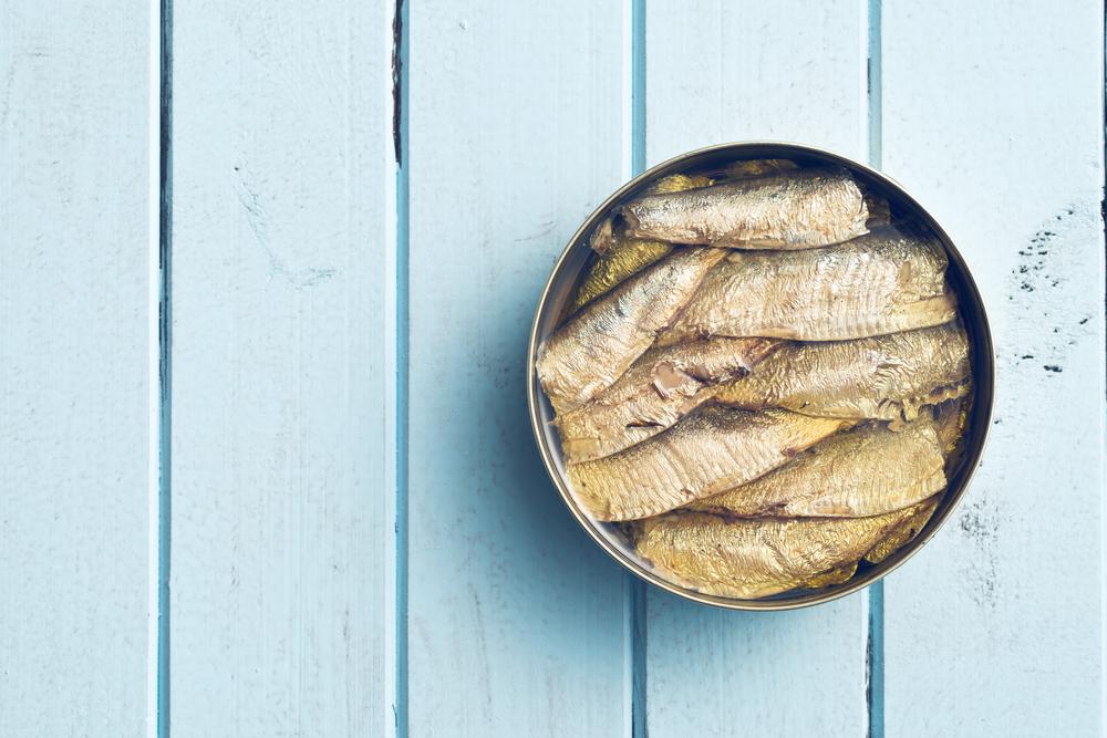 Греческий салат с сардинами: рецепт, который стоит попробовать - фото №3