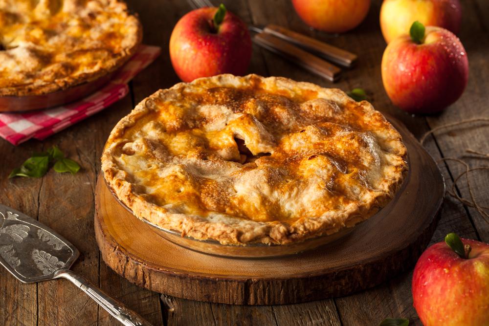 Яблочный пирог с корицей: рецепты для уютного вечера в кругу семьи - фото №2