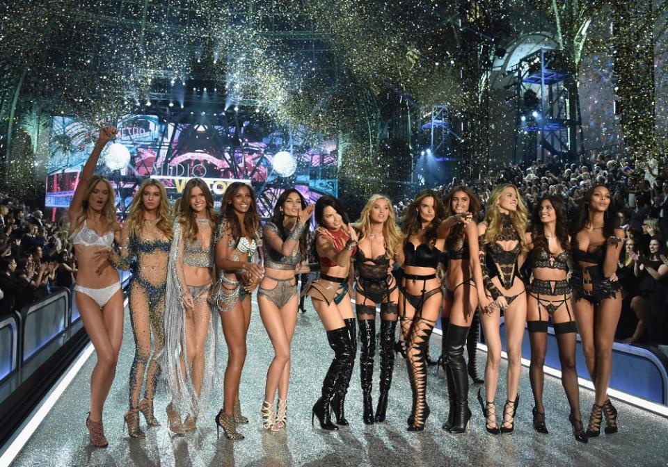 Шоу Victoria's Secret 2016 в Париже: свежие новости, фотографии моделей и видео с места событий (обновляется) - фото №5