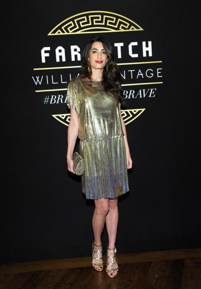 Амаль Клуни восхитила стильным образом на вечеринке Versace (ФОТО) - фото №2